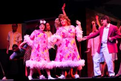Emma Sheffer (Tracy Turnblad), Jason Guerrero ( Edna Turnblad), Hunter Shippey ( Mr. Pinky)