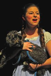 Dorothy (Kayli Modell) and Toto (Muzzy McWilliams)