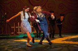 Erica Glaser (Dorothy), Gabrielle Bullard (Scarecrow)