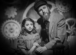 Lindsey Gattuso (Little Girl) and Michael Gale (Tateh)